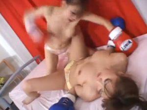 【キャットファイトレズ動画】巨乳レズビアンがグローブを装着し手マン責めで百合バトル