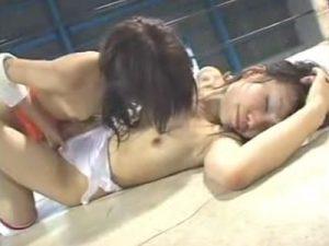 【バトルレズ動画】これが全裸女子プロレス!手マンからの乳首責めでフォール勝ちを狙え!