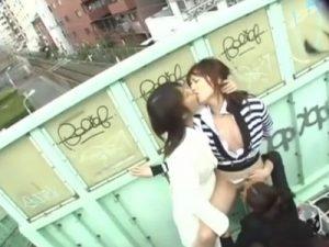 【レイプレズ動画】ビアンにパンスト破られ乱暴な手マンやクンニで青姦レイプされる美人OL