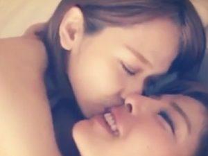 【キスレズ動画】美人AV女優同士のガチレズビアンカップルの休日デートを盗撮する企画物