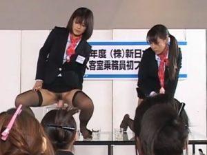 【CAレズ動画】立派な客室乗務員にさせる為に先輩CAが新人スッチーの前で公開ディルドオナ