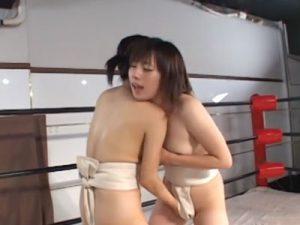 【レズバトル動画】重盛さと美っぽい素人娘が女相撲でレズバトルし廻しで拘束されレズレイプ