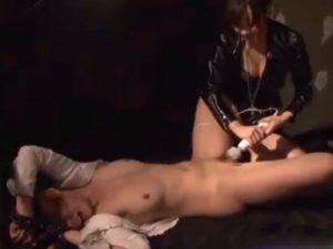【SMレズ動画】敵の組織に捕まった女スパイが拘束され調教レズレイプで玩具責めの拷問される