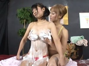 【水着レズ動画】マイクロビキニ姿の巨乳娘が白ギャル整体師にエッチなマッサージで犯される